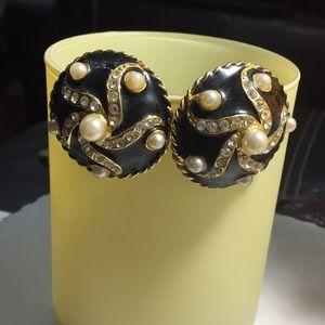 Black circles with gold swirls w diamonds &pearls